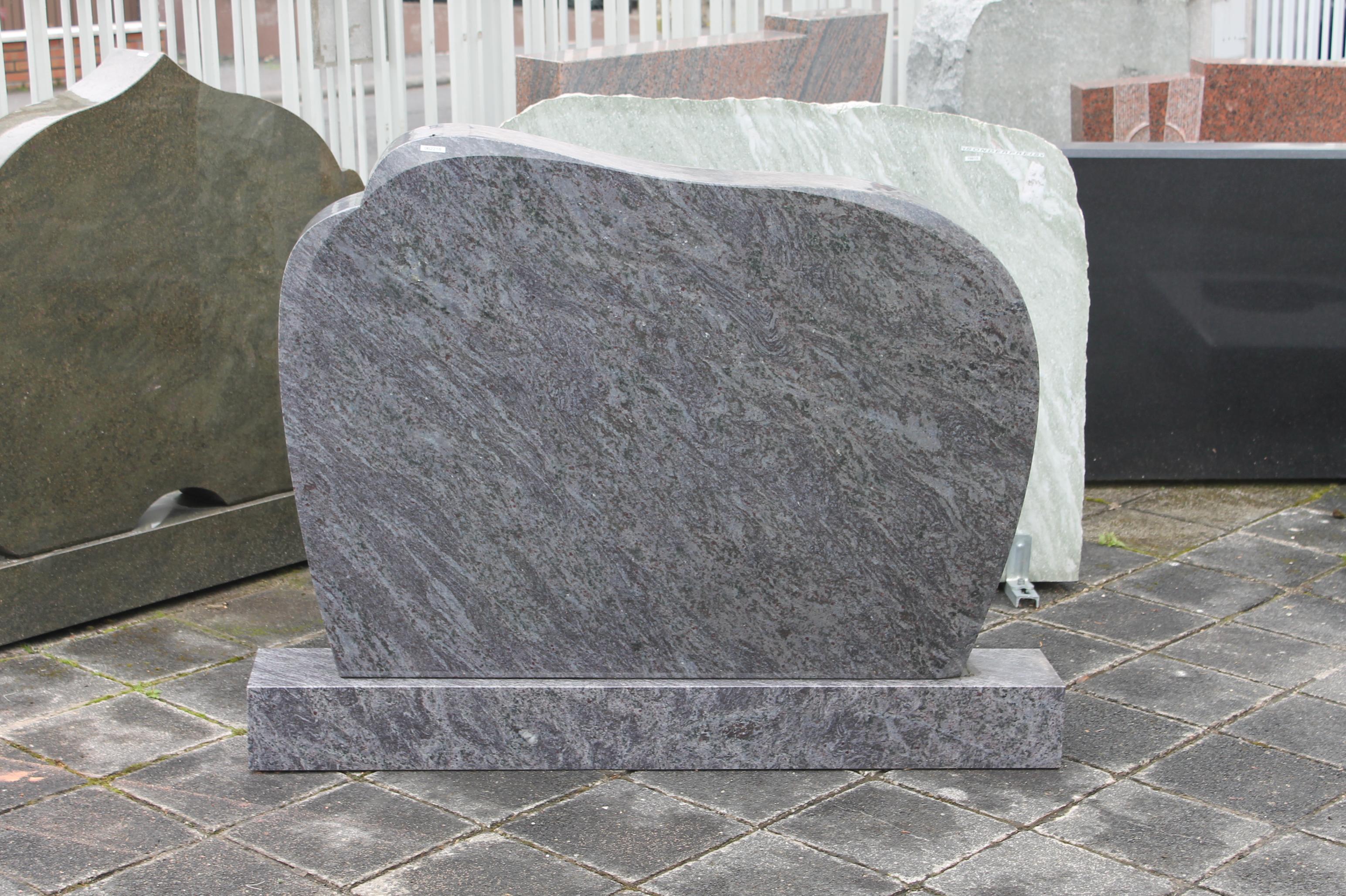 Grabanlage aus Granit Orion poliert